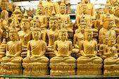 Carving buddha status — Stockfoto
