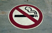 Sign of no smoking on floor background — Stock Photo