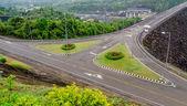 Camino de ratchaprapha presa provincia de surat thani, Tailandia — Foto de Stock
