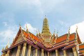 Prachtige kerk in wat phra kaew, bangkok, thailand — Stockfoto