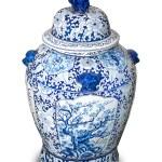 Chinese ceramic vases isolated on white background — Stock Photo