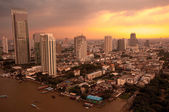 Sunset in Bangkok city along chao praya river,Thailand — Stock Photo