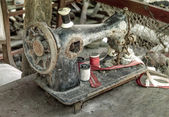 Old rusty sewing machine outside in dirt — Stock Photo