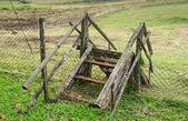 Vecchia scala di legno in fattoria — Foto Stock