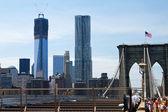 Brooklyn bridge a nové světové obchodní centrum — Stock fotografie