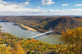 Bridge Over the Hudson River Valley in Fall — 图库照片