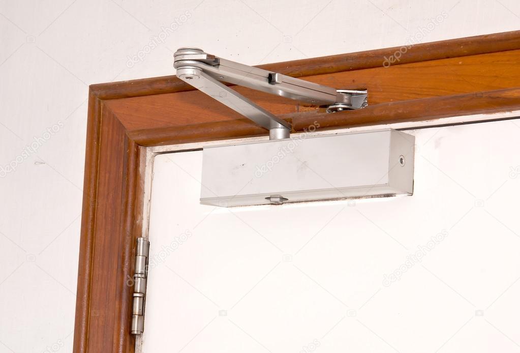 Как сделать чтобы дверь закрывалась плотнее 298
