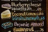黑板上的蛋糕菜单 — 图库照片