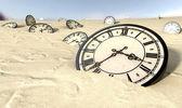 Antieke klokken in woestijnzand — Stockfoto