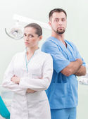 Zahnarzt und seine assistentin — Stockfoto