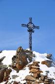Iron cross in Alps — Stock Photo