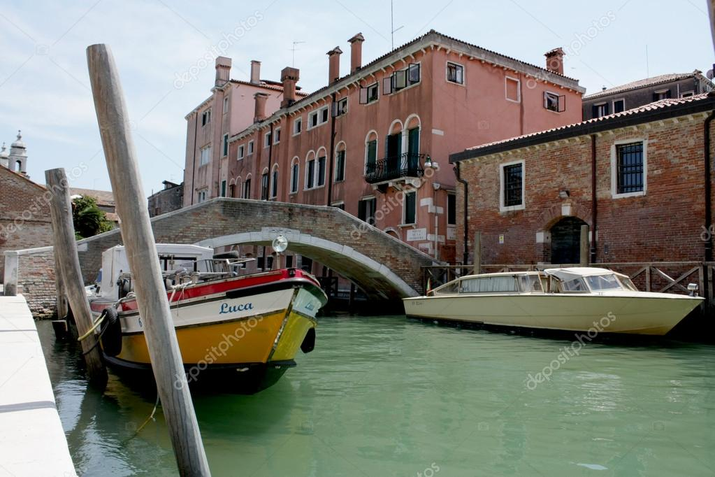 Boats on the pier in Venice — Stock Photo #12148515