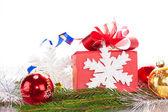 Palle di natale e il regalo di natale — Foto Stock