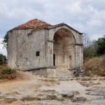 Mausoleum in Chufut-Kale, tatar fortress in Crimea, Ukraine — Stock Photo #23999933