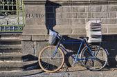 почтальон велосипед — Стоковое фото