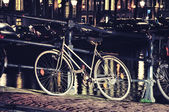 Vintage Bicycle at night in Amsterdam — Foto de Stock