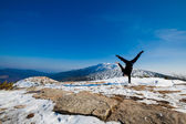 Winter yoga session in beautiful mountain place — Zdjęcie stockowe