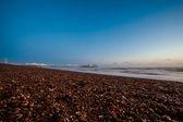 Sonnenuntergang am brighton pier und strand — Stockfoto