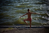 Outdoor yoga session in beautiful place by a lake — Stock Photo