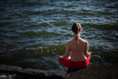 Summer outdoor yoga session by a lake - meditation — Stock Photo