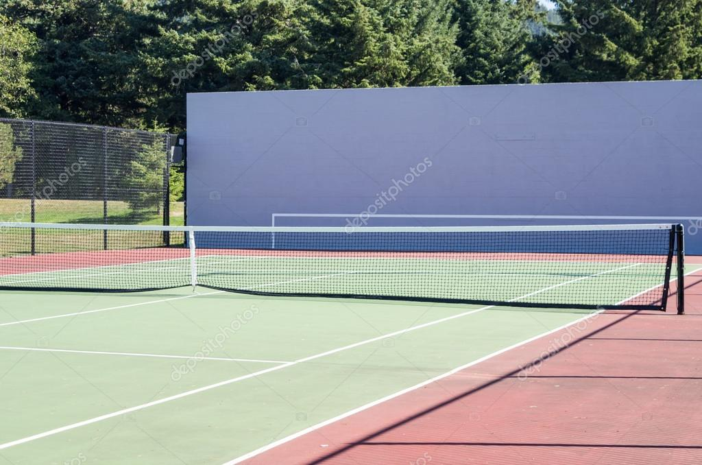 An empty tennis court ready for players — Stock Photo #15741661
