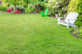 Landscaped garden scene with benches — Photo