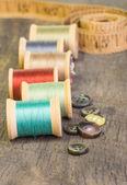Tlačítka a měřicí pásky s nití — Stock fotografie