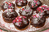 Chocolate cupcakes on glass server — Stock Photo