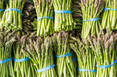 Fresh asparagus stalks at the market — Stock Photo
