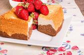 Fresh strawberries and angel food cake — Stock Photo