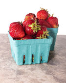 Boîtes de frais fraise sucrée — Photo