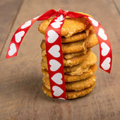 Valentine's Day cookies tied up with heart ribbon — Stock Photo