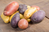 Group of fingerling potatoes on wooden table — Stock Photo