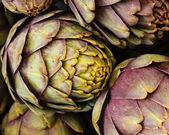 Green artichokes at the farmers market — Stock Photo