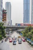 都市、バンコク、タイでビジー状態のトラフィック — ストック写真
