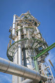Chemical refinery tower — Zdjęcie stockowe