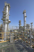 Refinery Tower in industrial plant — Stockfoto