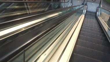 Escalator in shopping mall — Stock Video