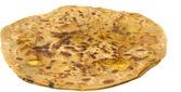 Potato stuffed paratha with aloo filling isolated white background — Stock Photo