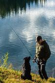 Fiskare och hund — Stockfoto