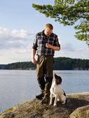 Hunter and puppy — Stock Photo