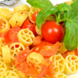 Wheels of pasta with fresh tomatoes — Stockfoto