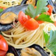 Spaghetti with reef mussels — Stock Photo #26893189