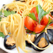 Spaghetti with reef mussels — Stock Photo