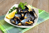 Ref mussels with lemon — Stock Photo