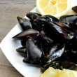Lemon and mussels raw — Foto de Stock