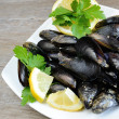 Lemon and mussels raw — Stock Photo