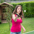 Girl plays ping pong — ストック写真