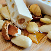 Honey nougat with almonds — Stockfoto