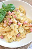 Farfalle pasta with peas — Foto Stock